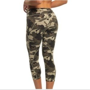 Blockout Sport Camo Capri leggings